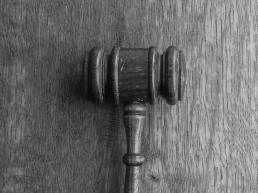 Rechtsanwalt Prelinger Urteile - Hammer des Richters